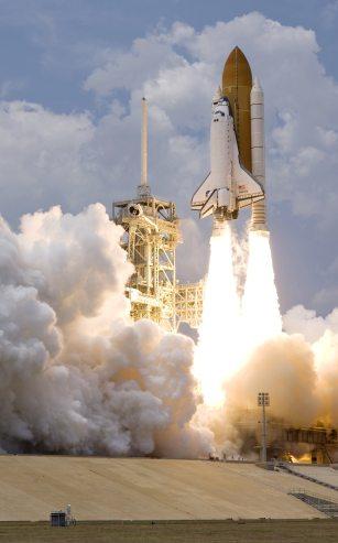 white-shuttle-spaceship-takes-on-39603