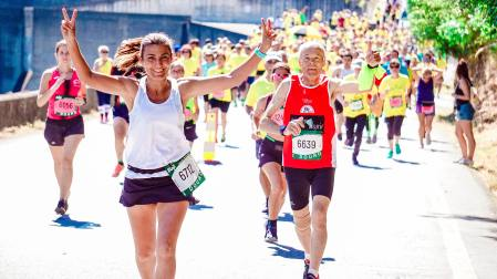 female-and-male-runners-on-a-marathon-2402777